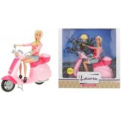 Lelle LAUREN ar skuteru